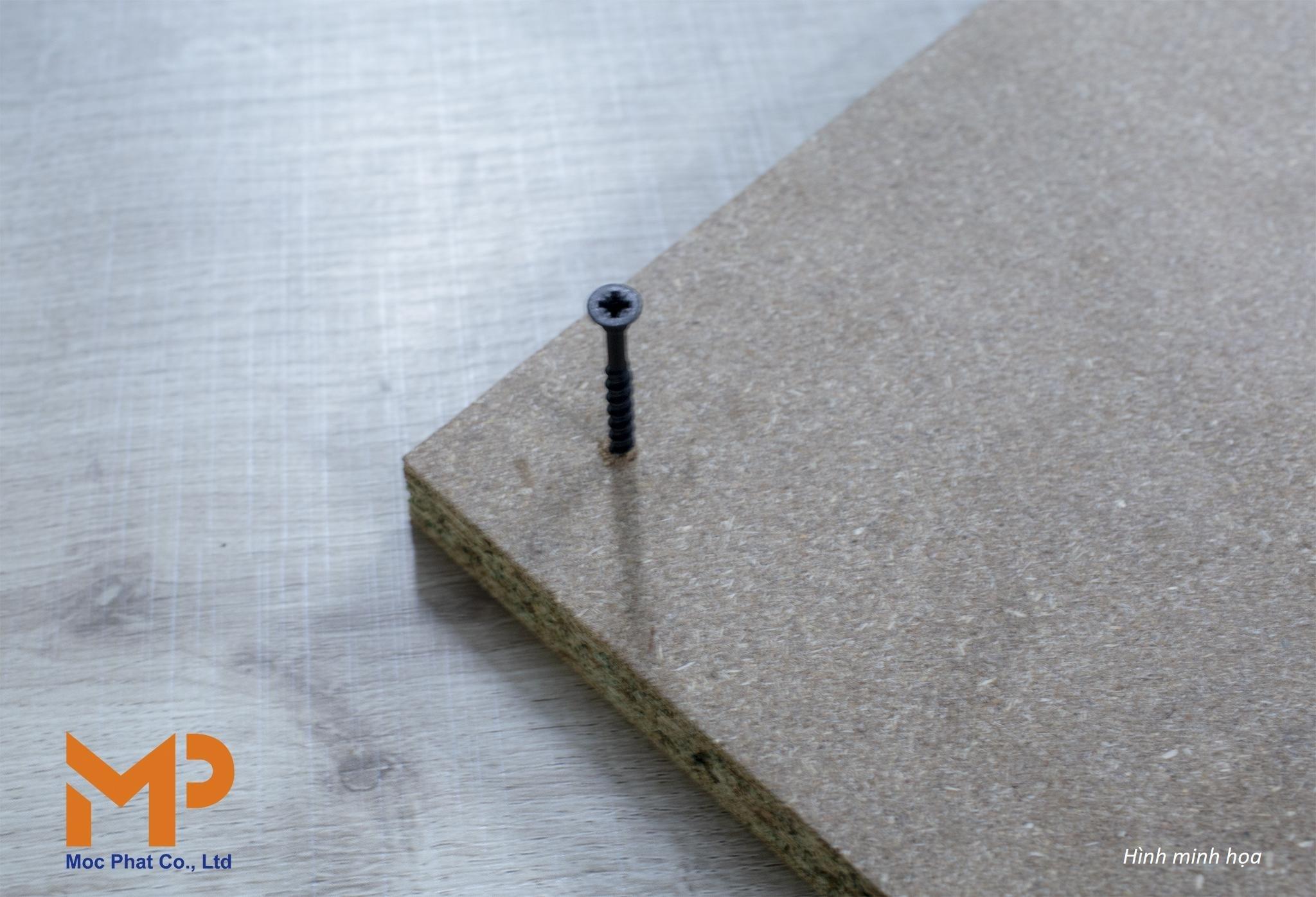 Cách thử lực bám vít trên bề mặt ván gỗ nhân tạo
