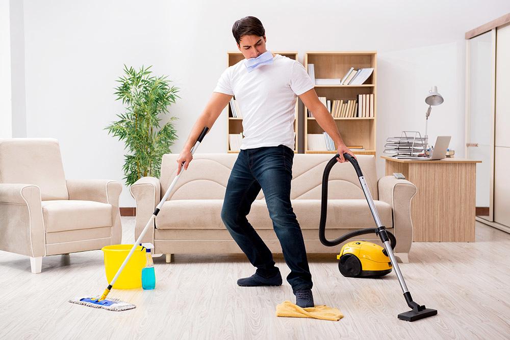 cách ly toàn xã hội, chồng dọn nhà cho vợ